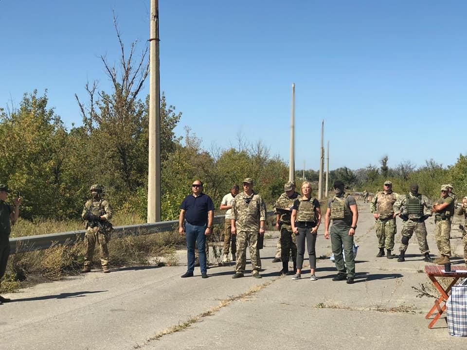Более полусотни граждан, находившихся в тюрьмах ОРЛО, передали украинско...