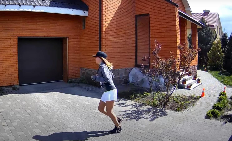 Ради медиков: украинка пробежала 42 километровый марафон вокруг дома