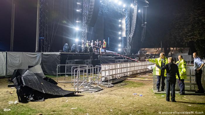 На концерте в Германии огромный экран упал на зрителей: пострадали более...
