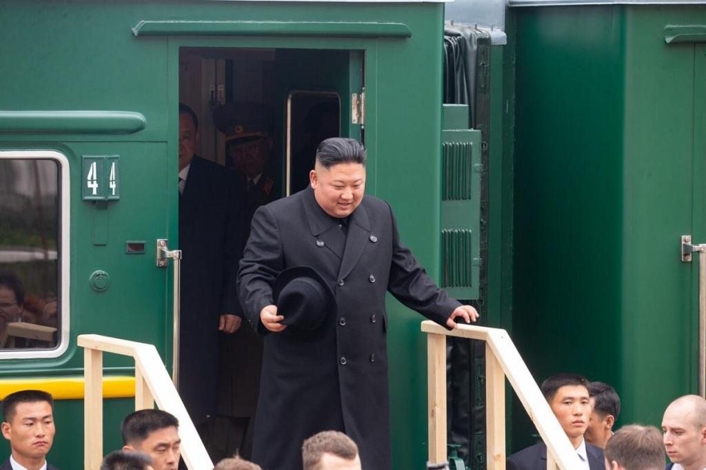 Северокорейский лидер Ким Чен Ын прибыл в Россию и попробовал каравай