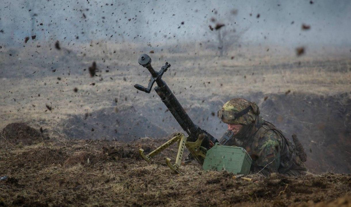 Количество обстрелов на Донбассе увеличилось: ранены 8 украинских военно...