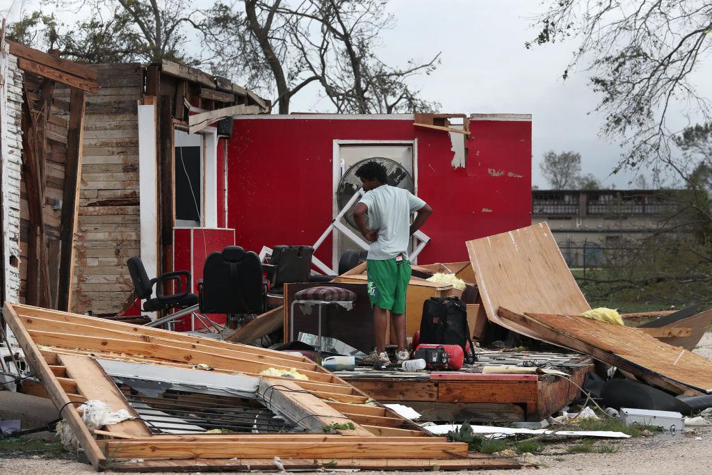 """Мощнейший, но не последний в 2020: ураган """"Лаура"""" уничтожил в США миллио..."""