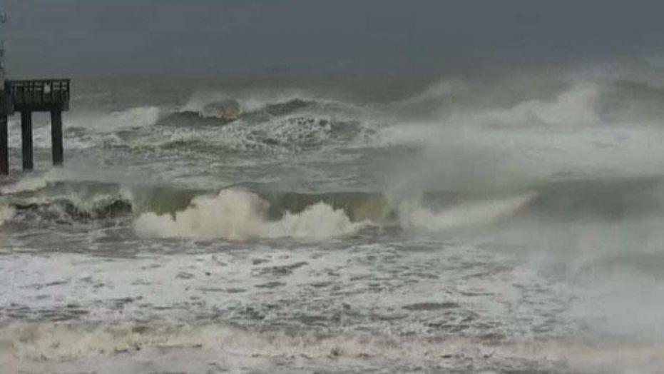 """Ураган """"Дориан"""" усилился до 3 категории и ударил по берегам США"""