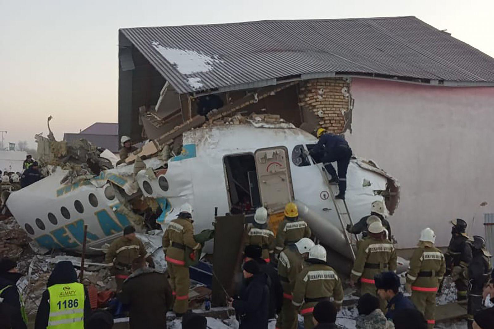 """""""Много людей были живы, но потом скончались"""". Подробности авиакатастрофы..."""
