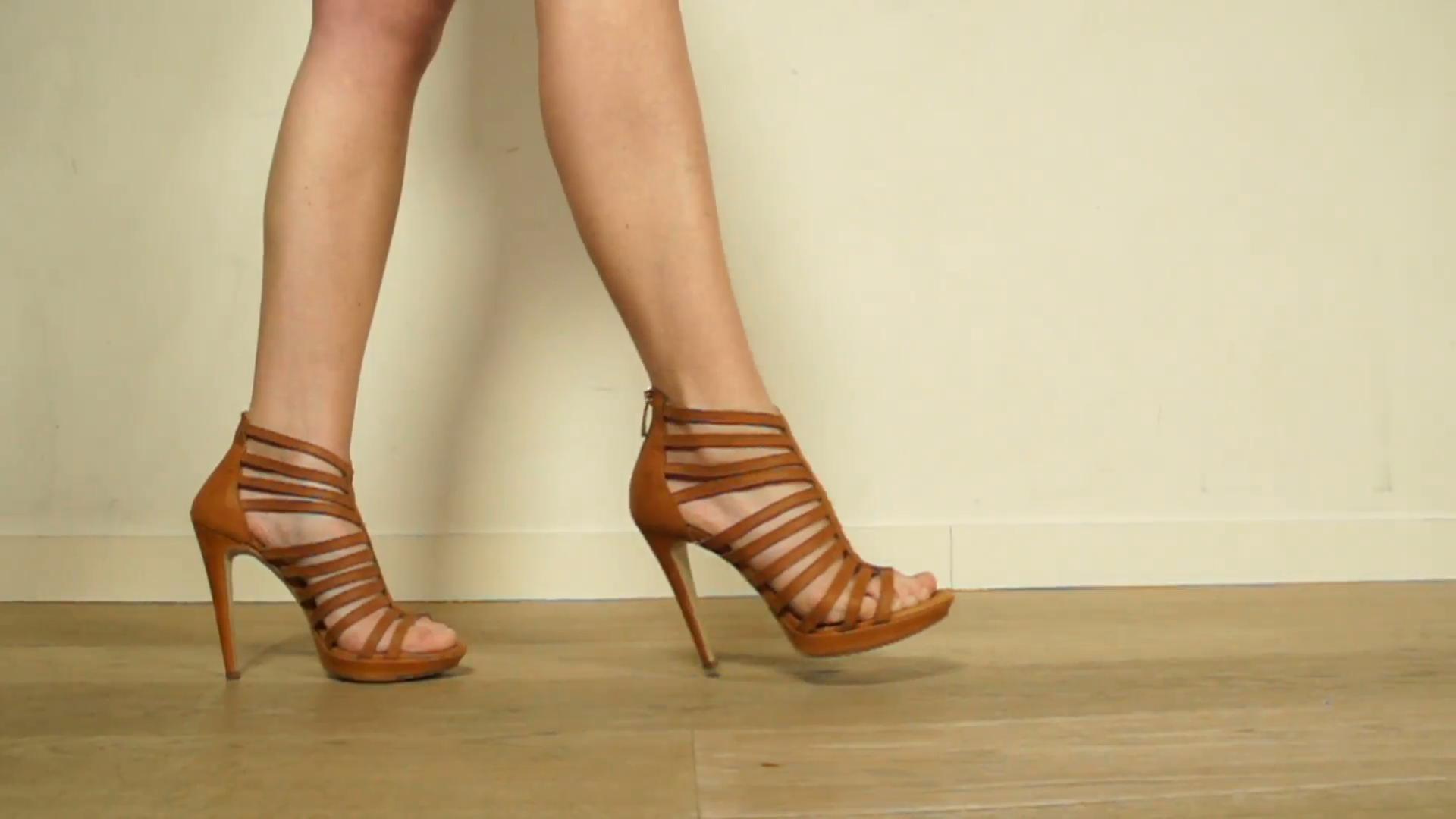 В Японии министр обязал женщин продолжать носить каблуки на работе