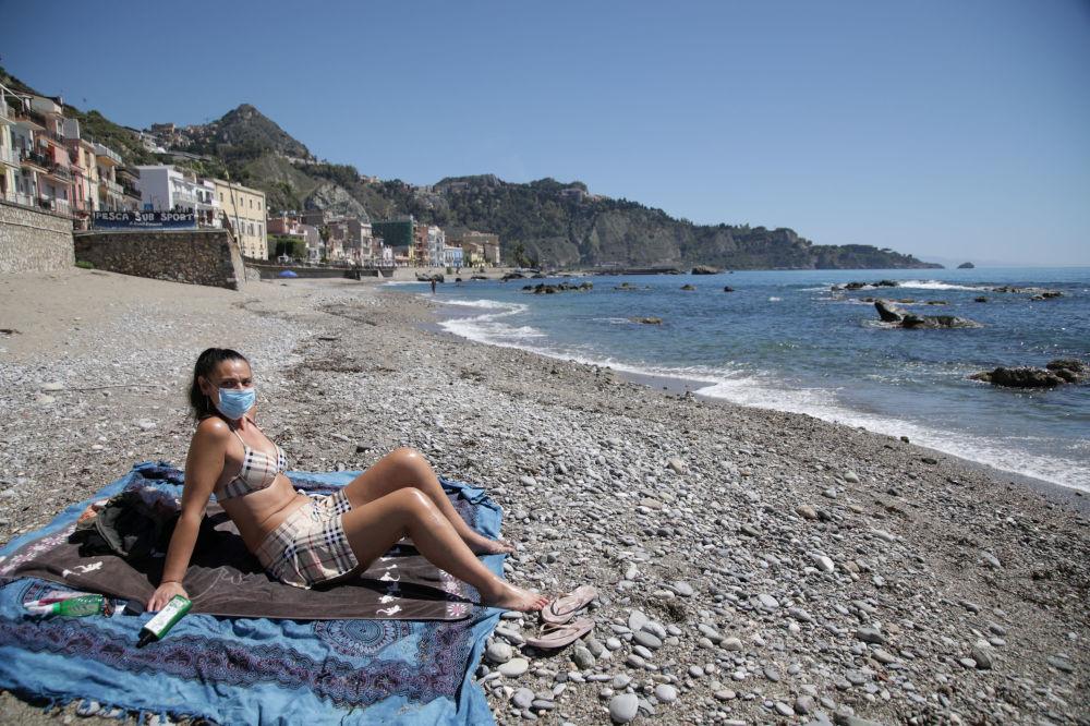 С масками или без. В Минздраве объяснили, как украинцам отдыхать на пляж...