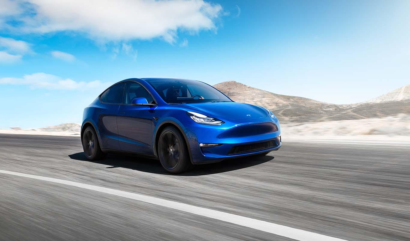 В электромобилях Tesla  теперь можно играть в видеоигры