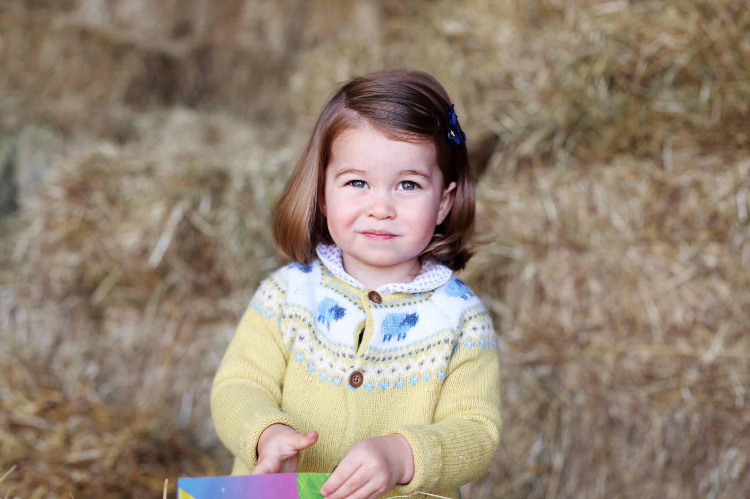 Мамина детка: 5 светских выходов юной принцессы Шарлотты
