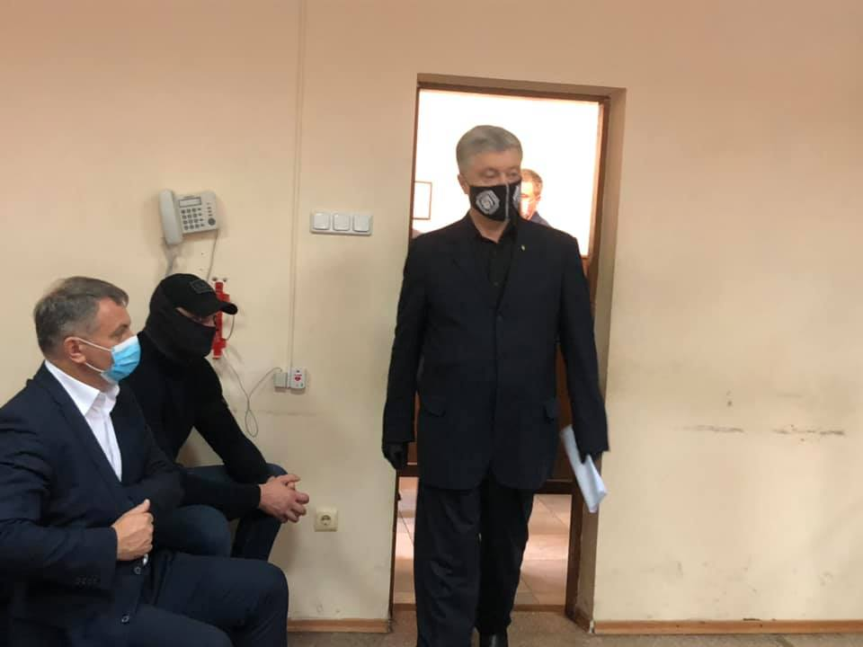 Печерский суд приступил к избранию меры пресечения Порошенко