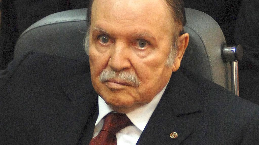 В Алжире военные призвали сместить президента