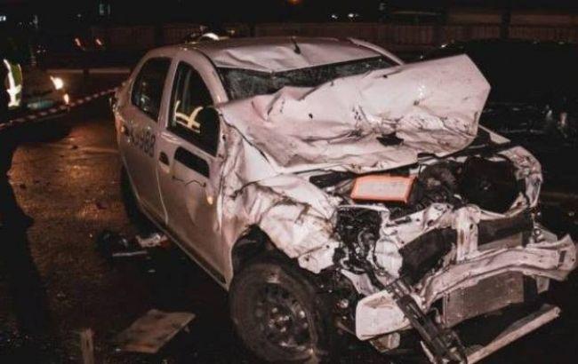 В Киеве водитель внедорожника протаранил 5 авто и ушел с места происшест...