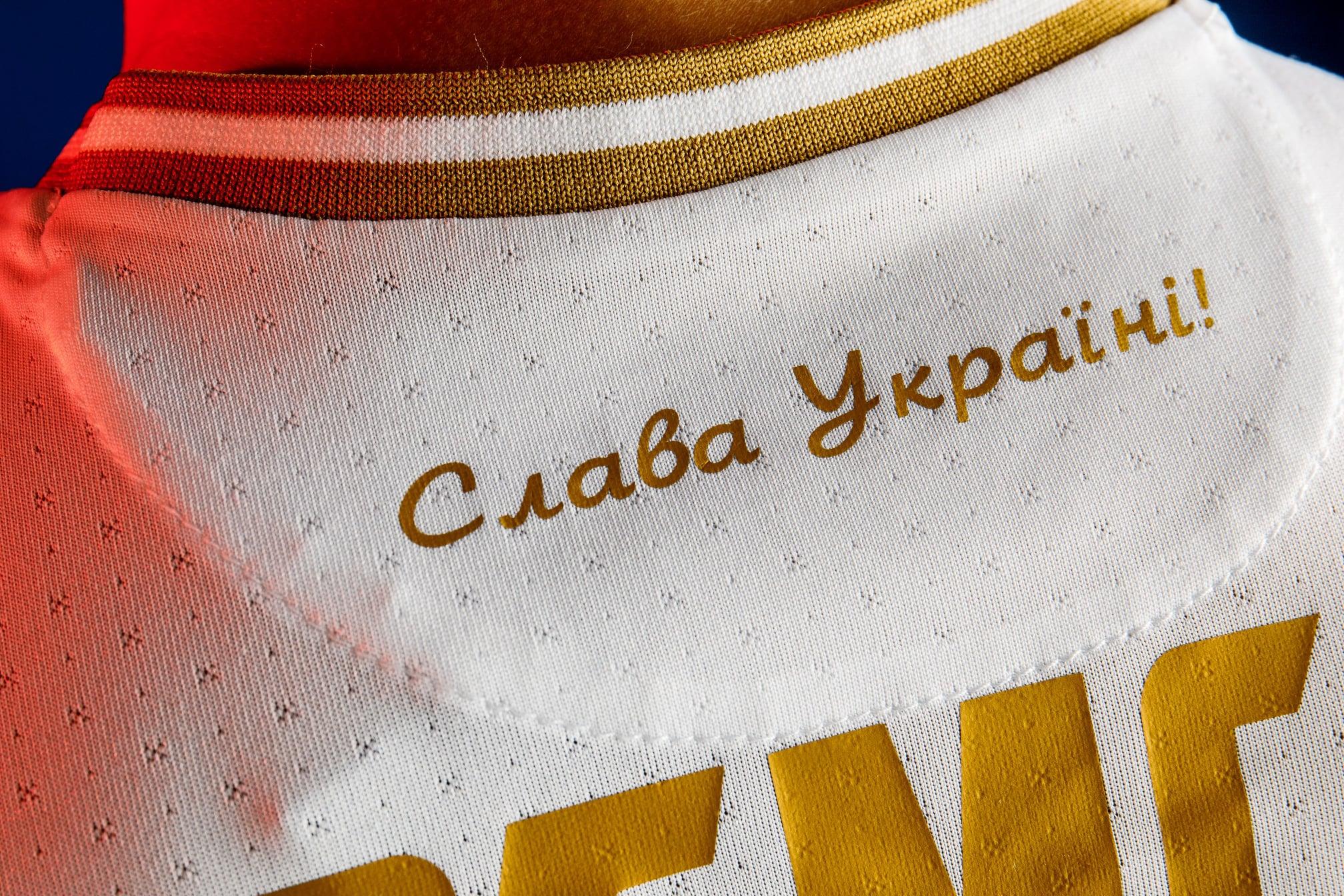 У Зеленского отреагировали на скандальное решение УЕФА по новой форме сборной Украины (видео)