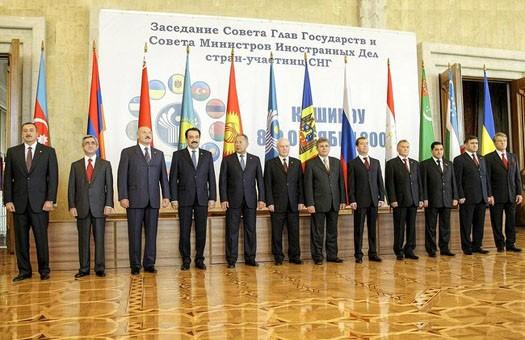 СМИ: страны СНГ намерены отказаться от доллара при взаиморасчетах