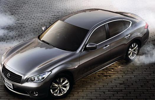 В Японии начались продажи нового поколения седана Nissan Fuga
