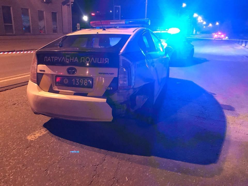 В центре Киева ранили патрульную и угнали полицейский автомобиль