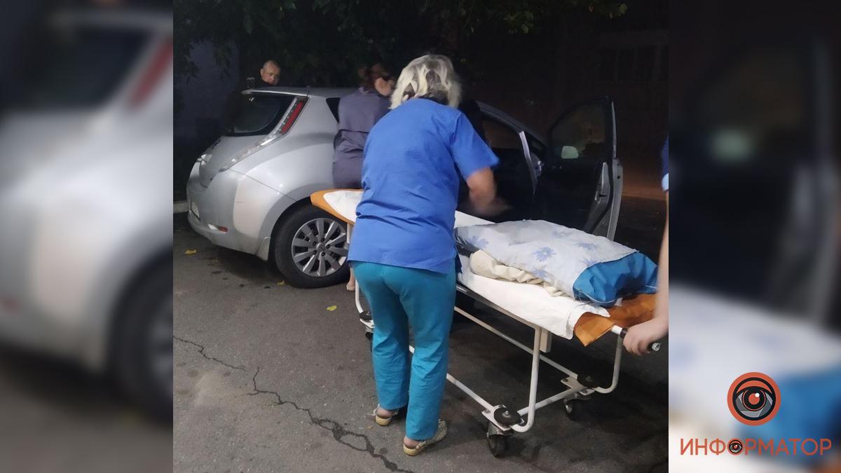 Женщина в Днепре родила в машине такси