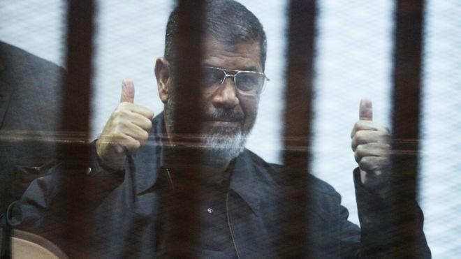 Экс-президенту Египта Мурси отменили пожизненное заключение