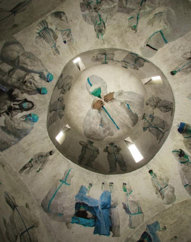 Китайский художник украсит часовню фресками врачей, которые борются с ко...