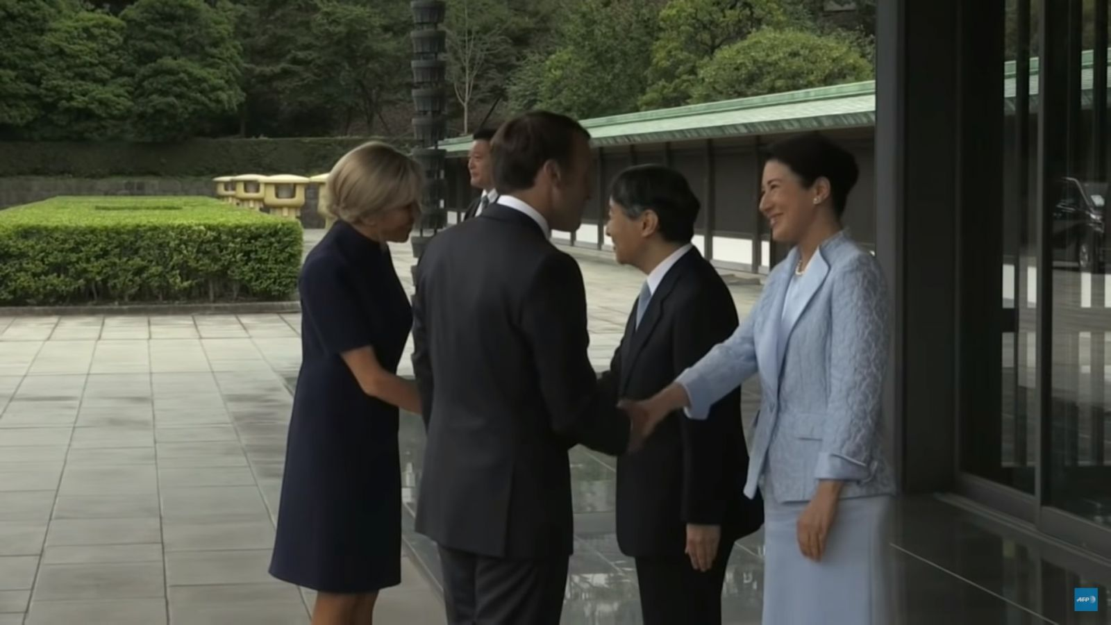 Брижит и Эммануэль Макрон встретились с императором Японии Нарухито