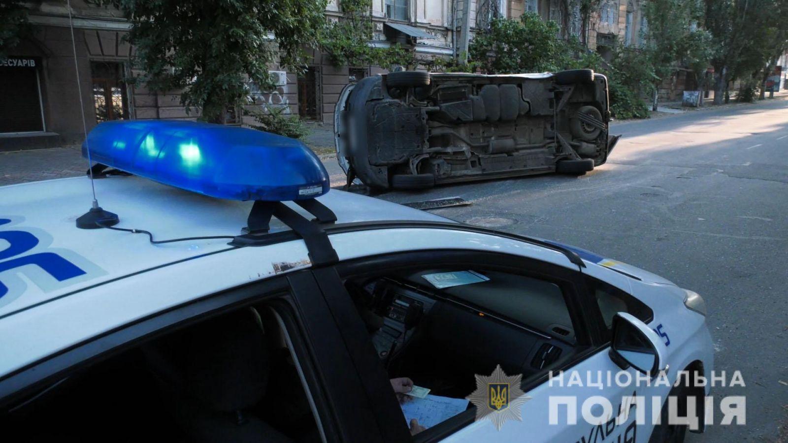 В Херсоне перевернулся микроавтобус с бюллетенями