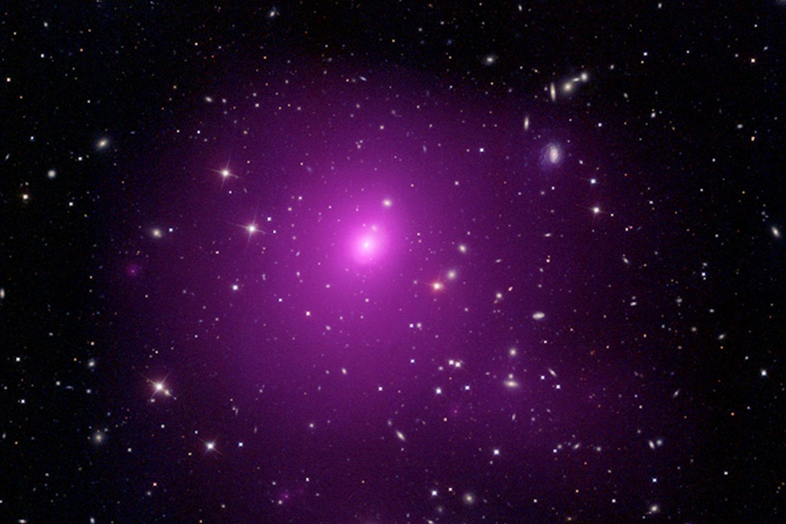 Ученые обнаружили самую большую черную дыру