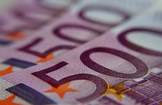 В обменниках доллар и евро покупают дороже на 2 копейки