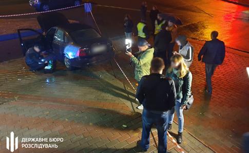 В Броварах пьяный полицейский влетел в остановку: погибла женщина