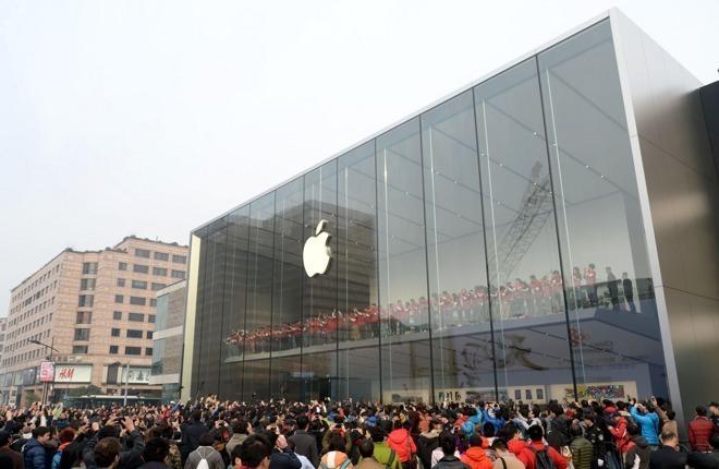 Коронавирус наносит удар по Apple: компания закрыла все свои магазины в...