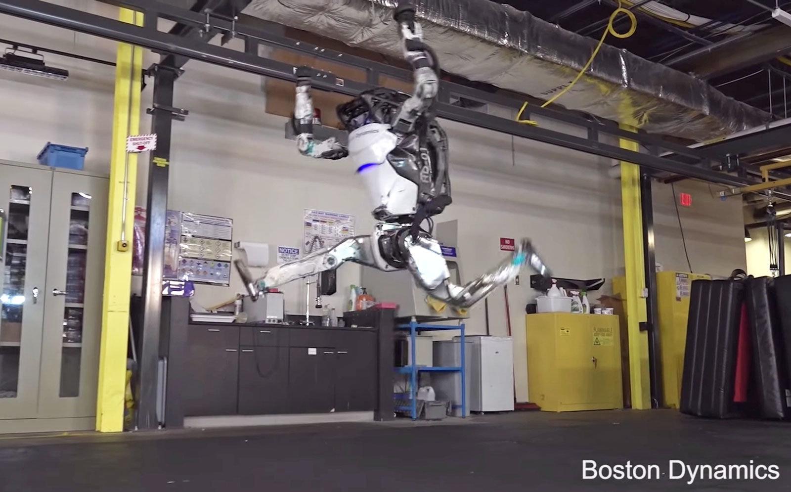 Boston Dynamics показал новые трюки робота Atlas