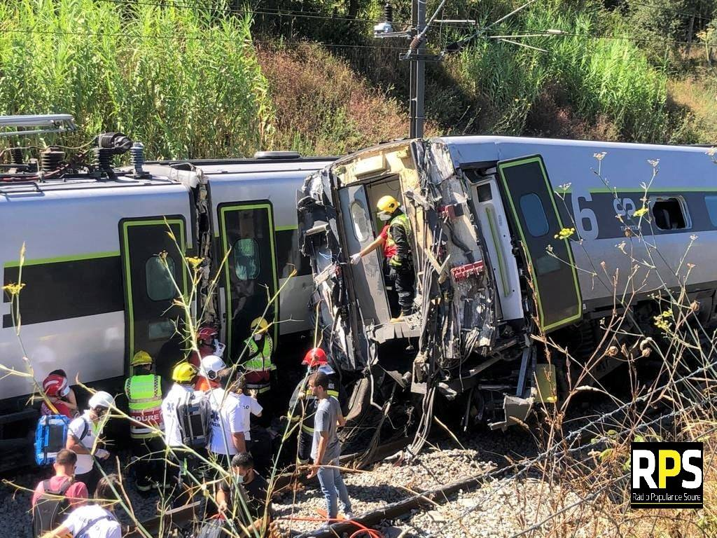 В Португалии скоростной поезд влетел в автомобиль, десятки пострадавших