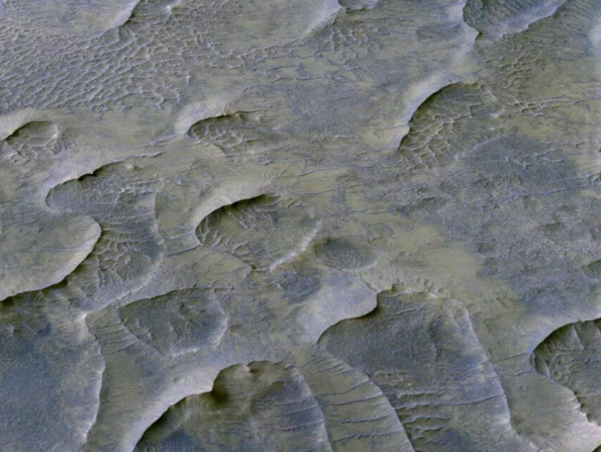 Песчаных червей пока не видать. Аппарат NASA заснял на Марсе дюны, возра...
