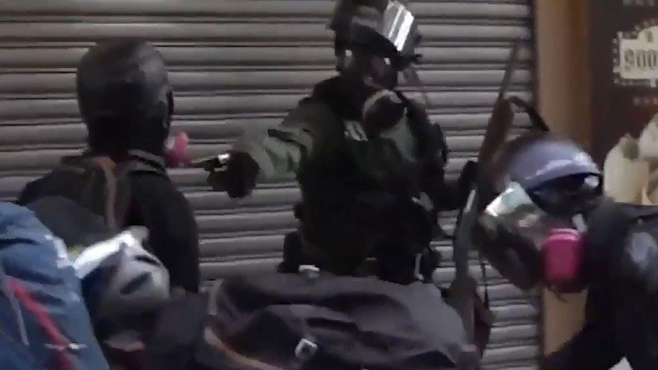 В полиции Гонконга заявили, что подстрелили 18-летнего демонстранта