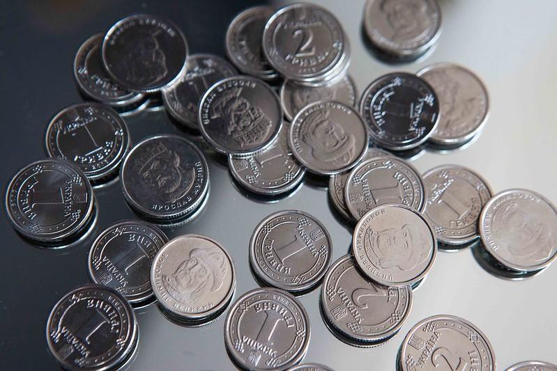 Средняя зарплата в Украине за апрель уменьшилась на 8%, – Госстат