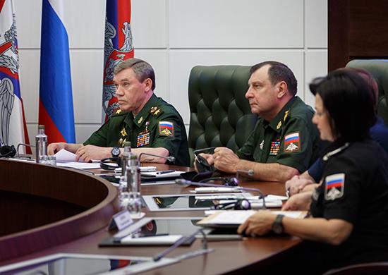 В РФ войска трех округов, флот и авиацию привели в полную боевую готовно...