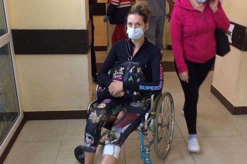 Британка застряла во Львове из-за карантина: женщина сломала ногу и не м...