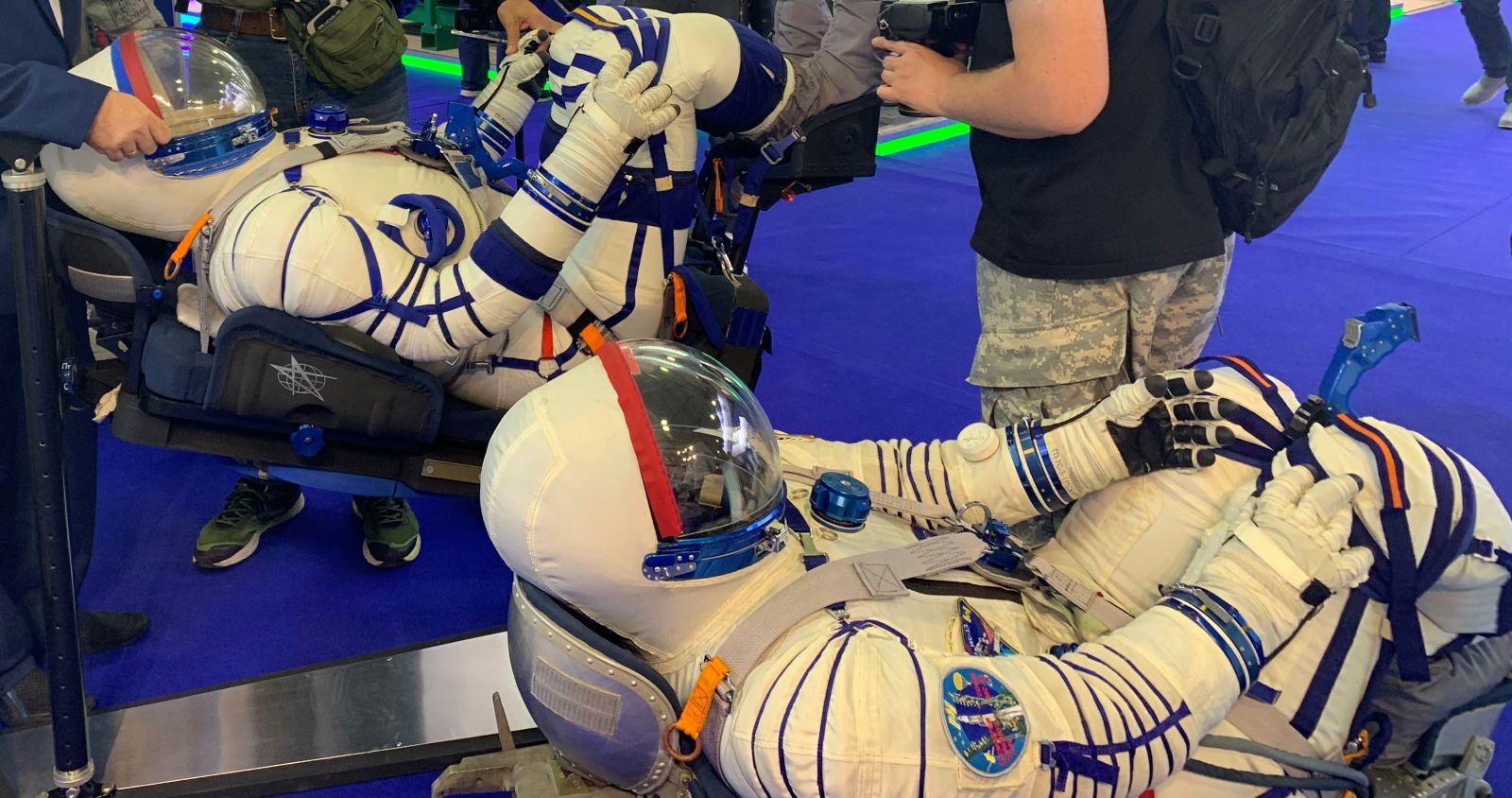 """В новых скафандрах российские космонавты не смогут """"помочиться на удачу"""""""