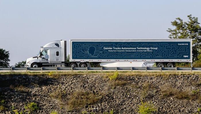 Daimler выпустил беспилотные грузовики на дороги США