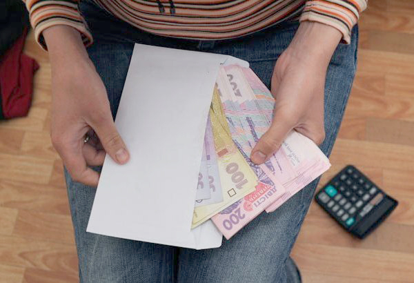 Средняя зарплата в Украине в июле выросла на 37 гривен
