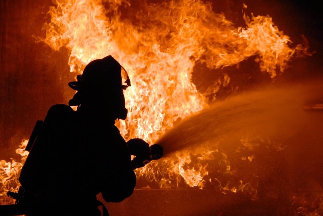 В Днепре горело общежитие: пострадали пять человек