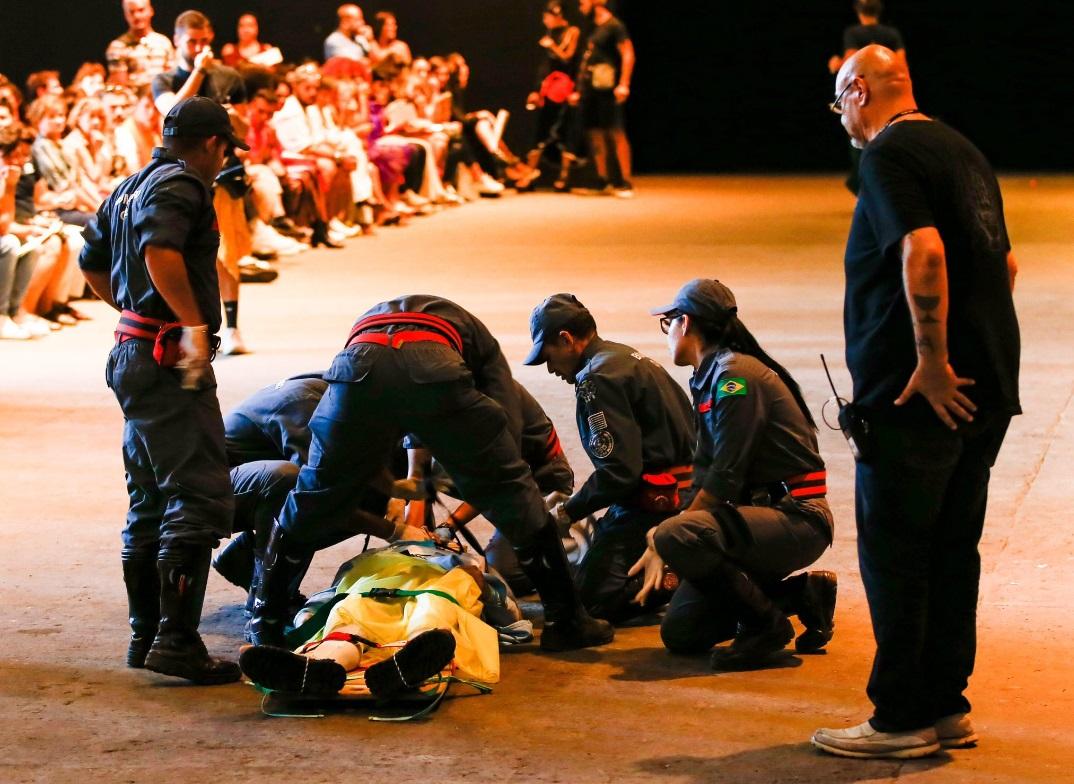 В Бразилии манекенщик умер на подиуме во время показа
