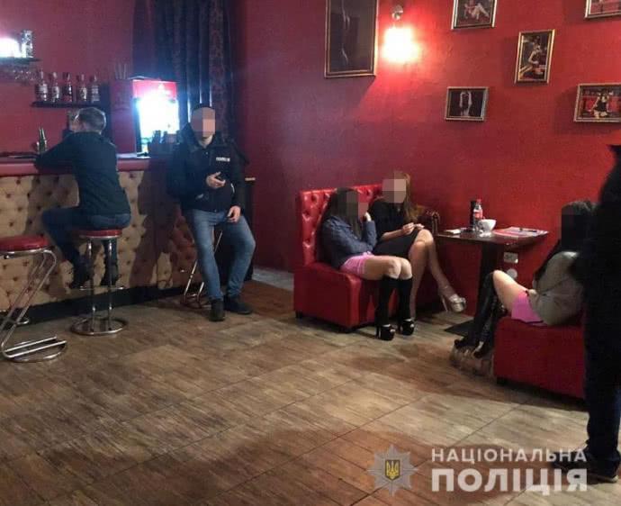 """В Киеве """"прикрыли"""" стриптиз-клуб с секс-услугами"""