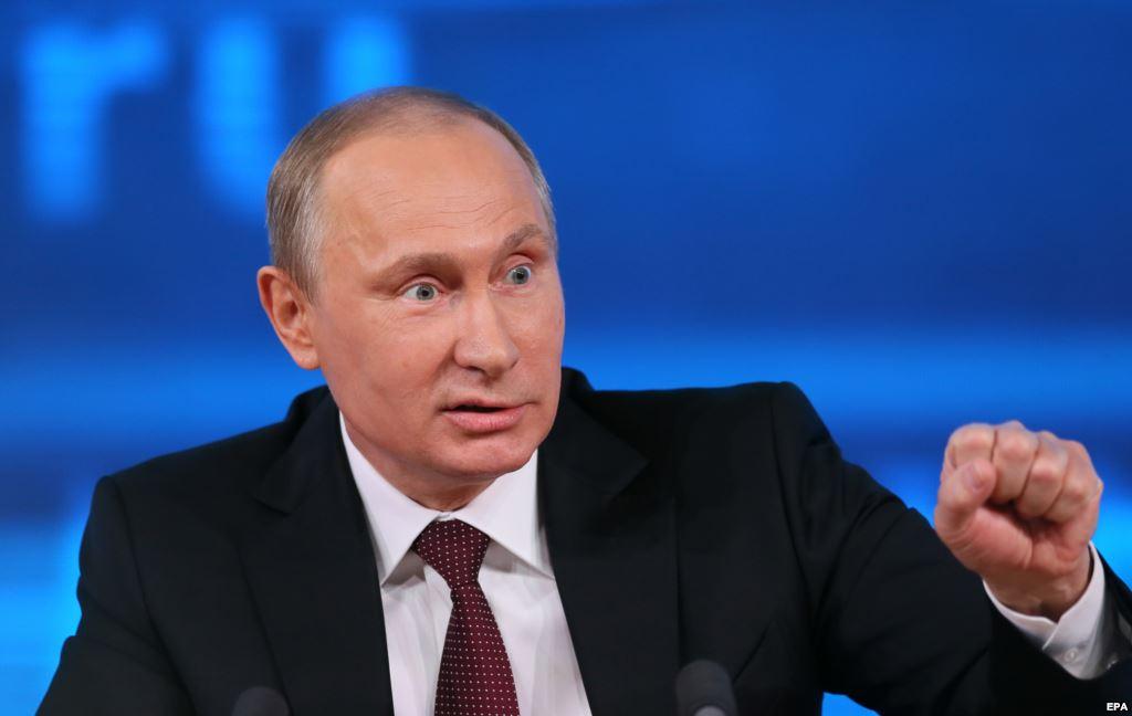 Строители космодрома написали Путину послание на крышах