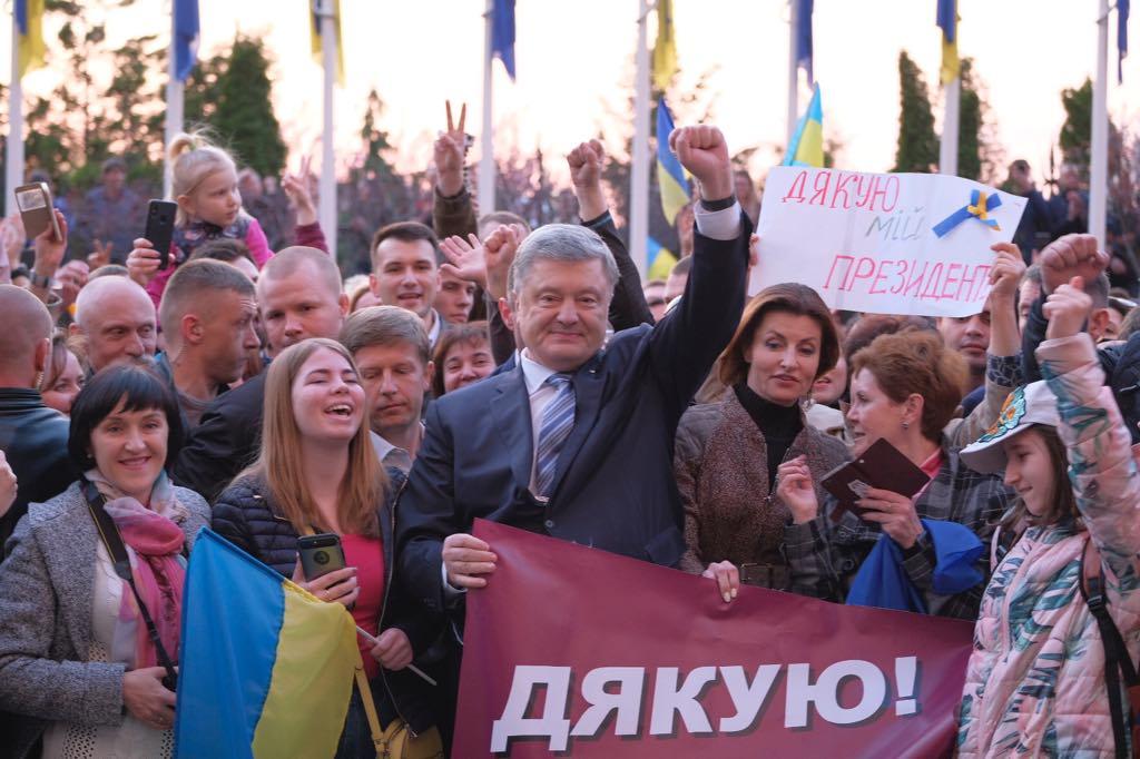Порошенко пообещал вернуться на Банковую после следующих выборов
