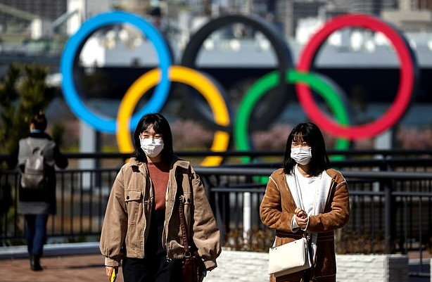 Две трети японцев выступают за полную отмену или еще одну отсрочку Олимп...