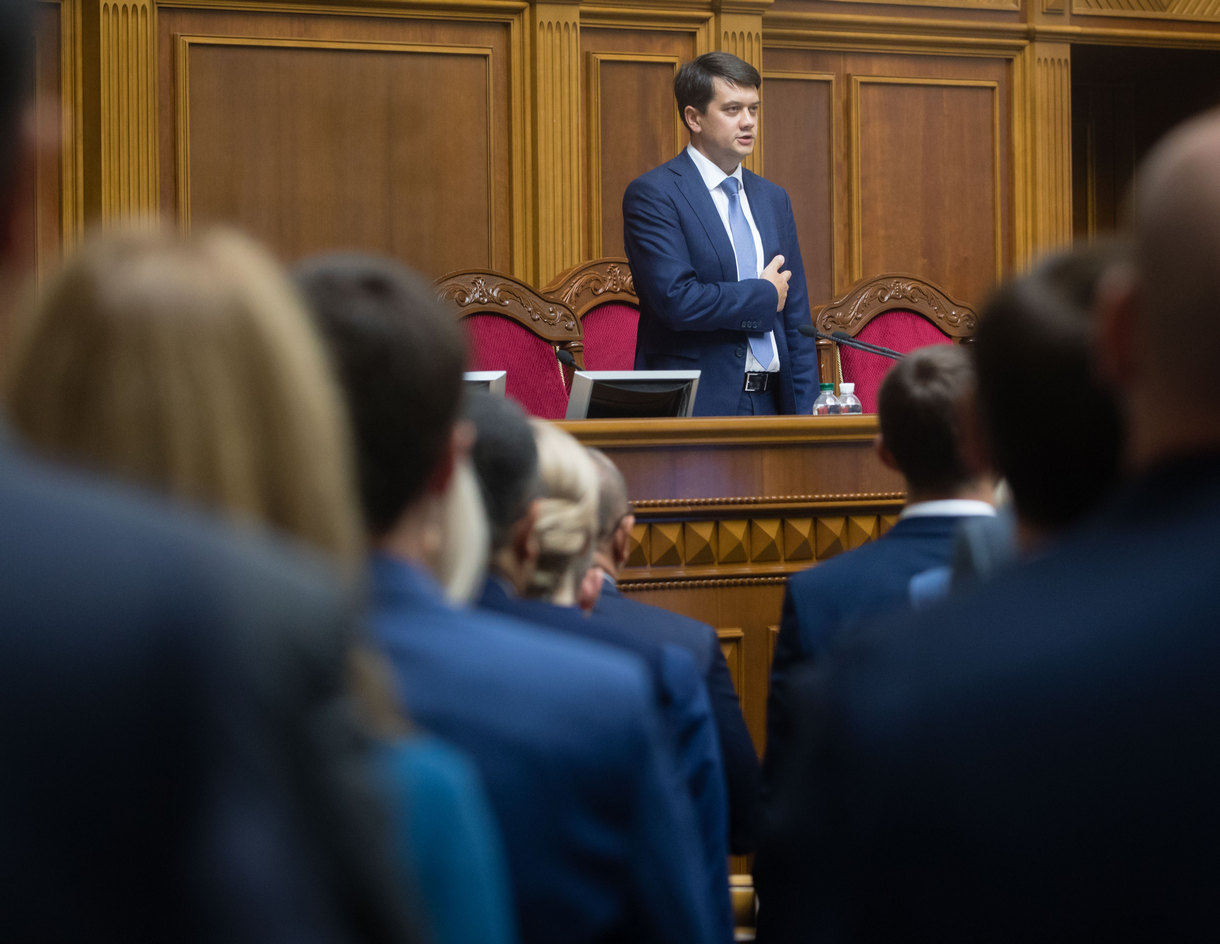 Только законы: депутаты две недели не смогут задавать вопросы правительс...
