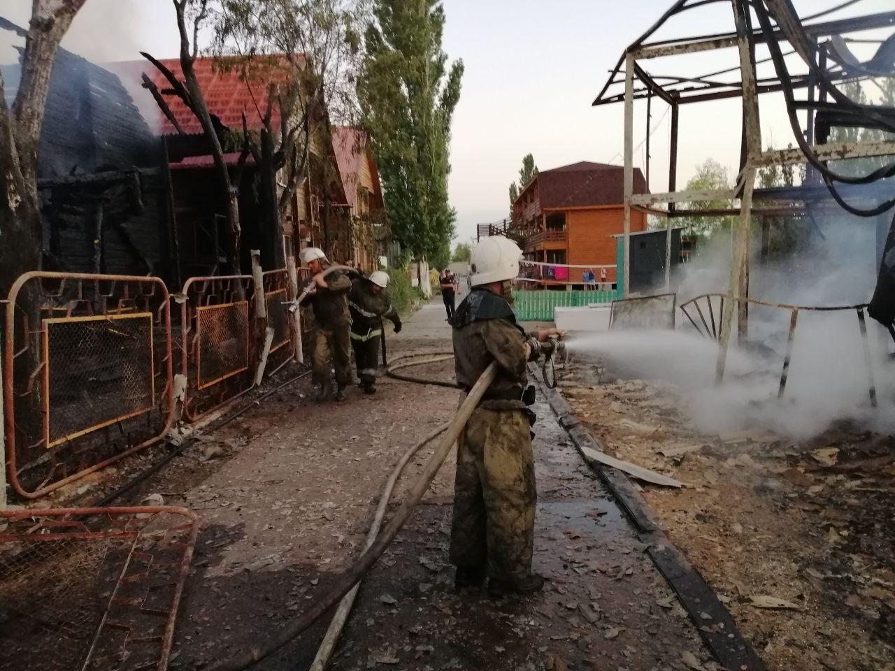 В Затоке горели две базы отдыха: пострадал отдыхающий