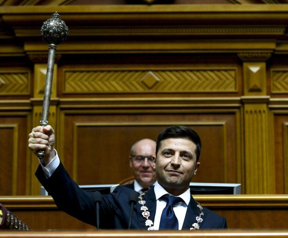 Закон об импичменте вернулся в Раду с подписью Зеленского
