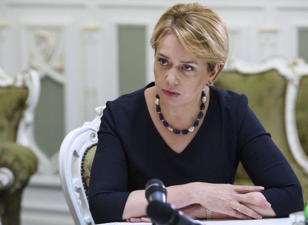 Во Львове не пустили в школу министра образования Гриневич, где она ране...