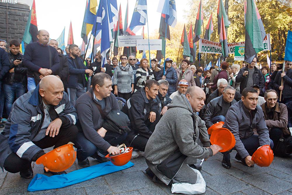 Закрыть, имущество поделить. Что будет с профсоюзами в Украине