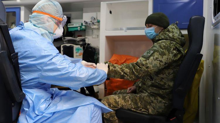 Коронавирус подтвержден еще у трех пограничников на Закарпатье